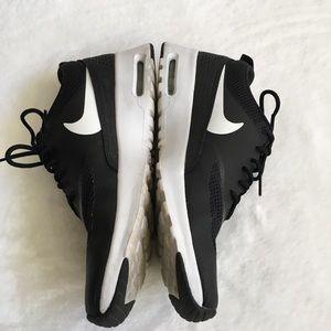 EUC Nike Black and White Running/Tennis Shoes